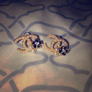 Pearl enamel flower stud c earrings